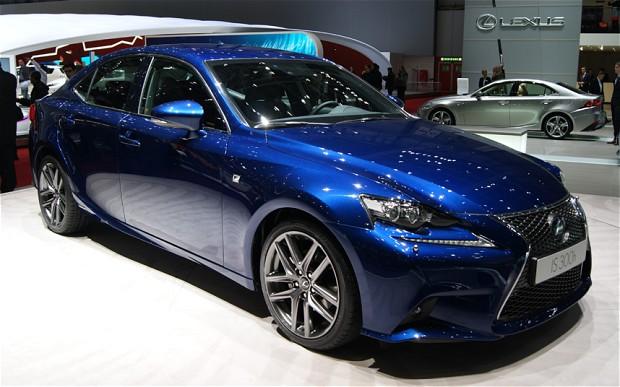 Lexus Races Real IS Hybrid On Virtual Track
