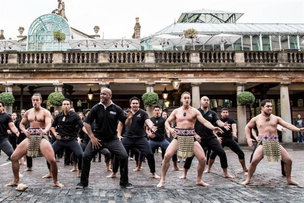 Rugby World Cup 'legend' Jonah Lomu performs haka in London with MasterCard