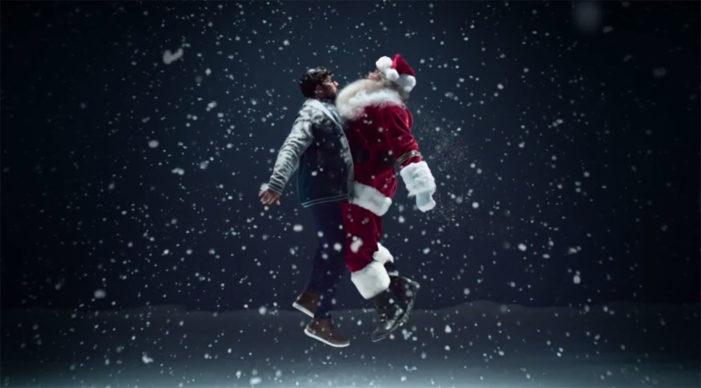 Simon Bird Gives Santa a #MerryChestBump for the Post Office This Christmas